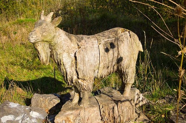 Sculpture chèvre en bois